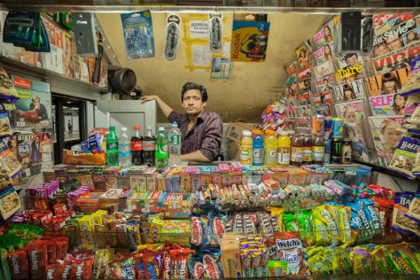 portraits-of-shopkeepers-around-the-world-by-vladimir-antaki-1