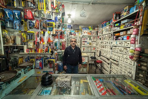 portraits-of-shopkeepers-around-the-world-by-vladimir-antaki-17