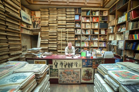 portraits-of-shopkeepers-around-the-world-by-vladimir-antaki-18