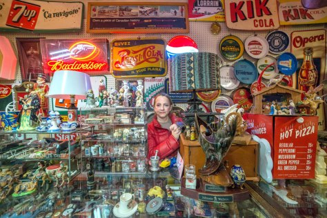 portraits-of-shopkeepers-around-the-world-by-vladimir-antaki-2