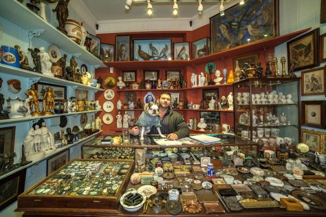 portraits-of-shopkeepers-around-the-world-by-vladimir-antaki-5